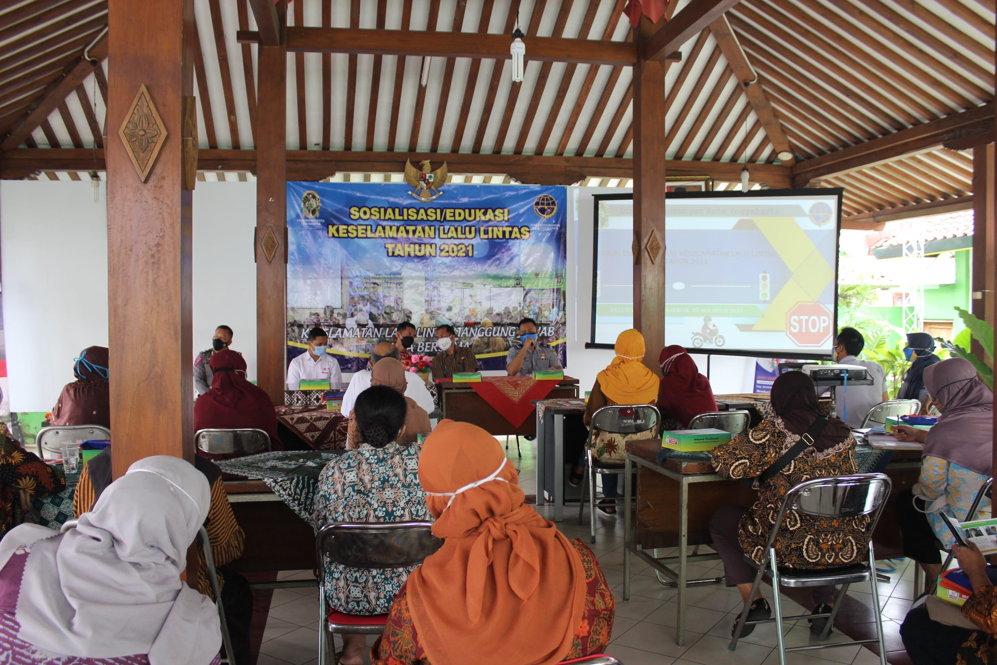 Sosialisasi/Edukasi Keselamatan Lalu Lintas di Kelurahan Kota Yogyakarta